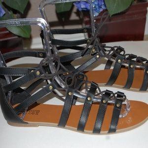 NWOB Canyon River Blues Black Gladiator Sandals